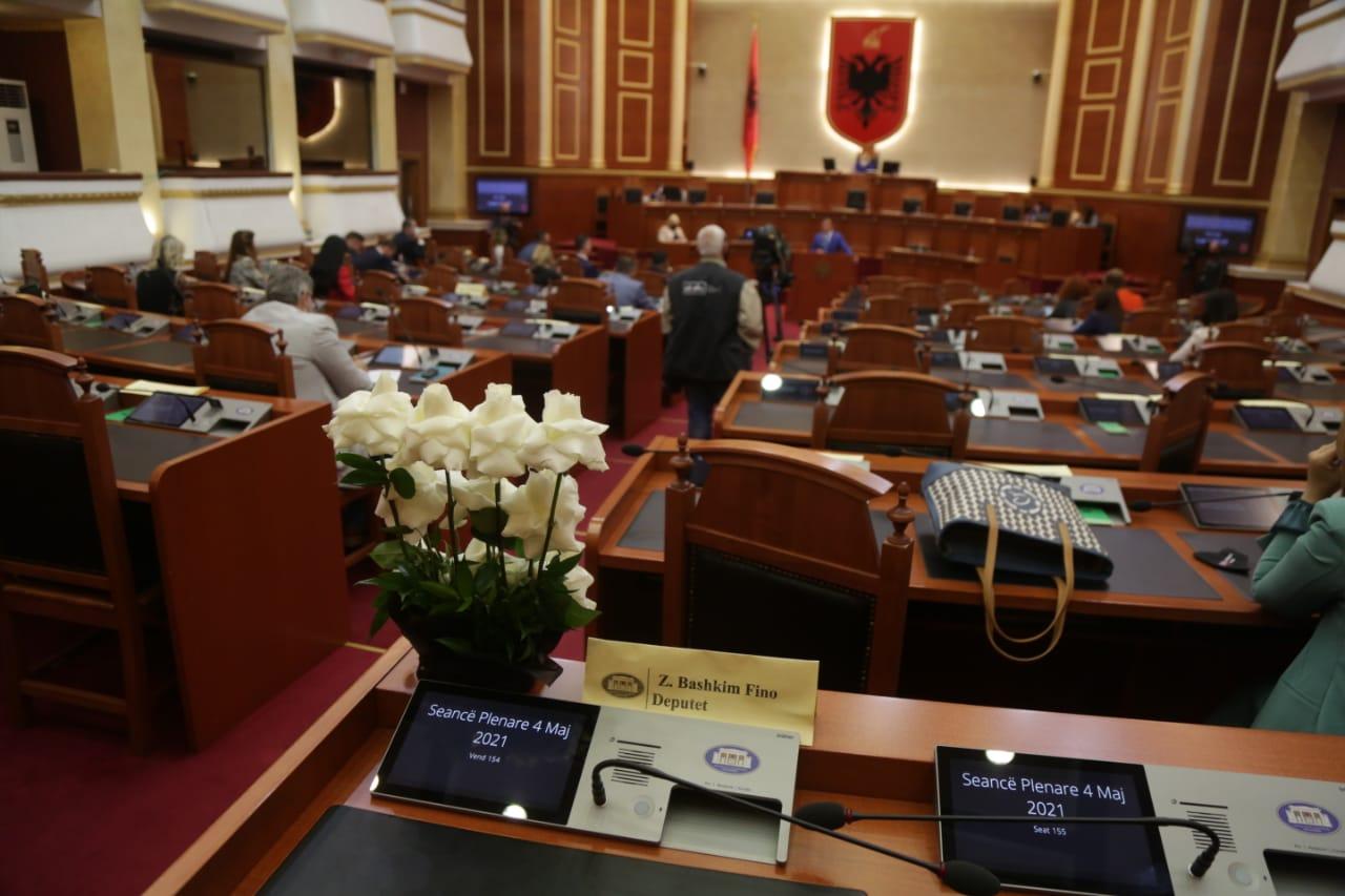 deputetet-1-minute-heshtje-bashkim-fino-parlament (2)