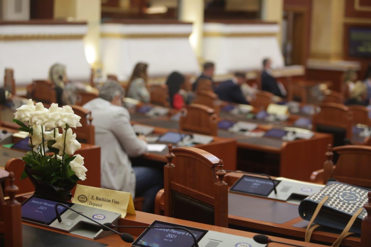 deputetet-1-minute-heshtje-bashkim-fino-parlament (4)