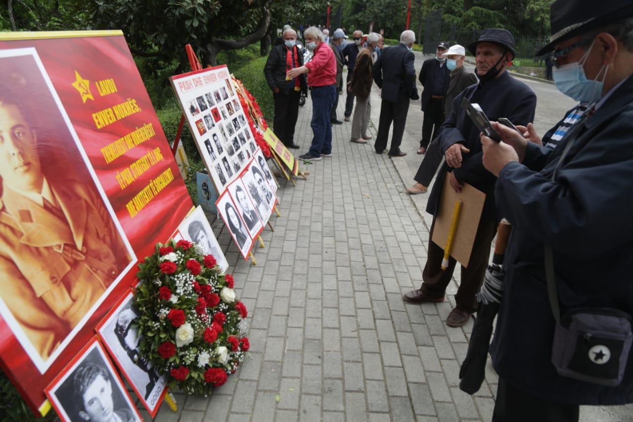 nostaligjet-5-maji-deshmoret-enver hoxha-varrezat e dehmoreve (15)